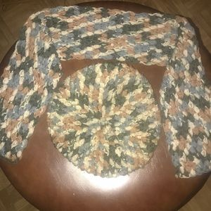 Classic Retro Pattern Knit Beret and Scarf.